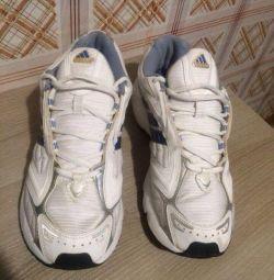 Selling adidas sneakers 40 2/3 p