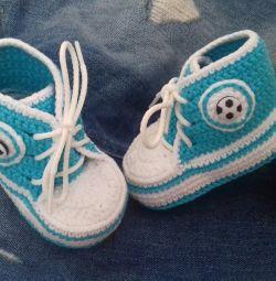 Υπέροχα παπούτσια για ένα αγόρι