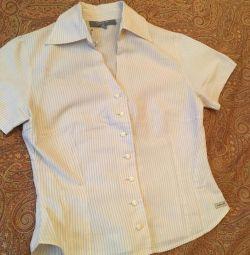 Блузка с вышивкой на спине