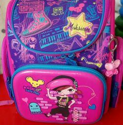 Рюкзак для дівчинки з ортопедичною спинкою