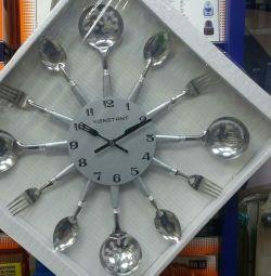 Часы настенные. Новые.