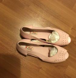 Pantofi noi din piele p 38, Ungaria