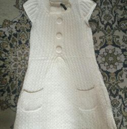 Knitted dress for pregnant women.