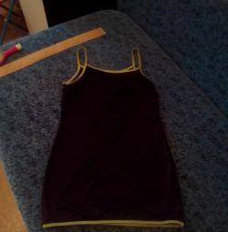 Женское платье с разрезами на спине