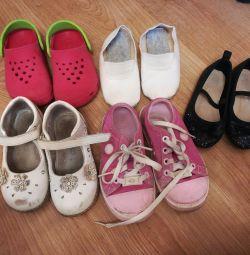 Παπούτσια για το κορίτσι.