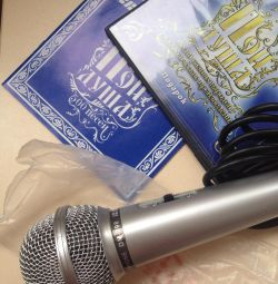 Microphone and songbook (disc and printed) for 500 songs