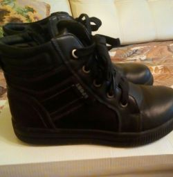 Boots 35r.