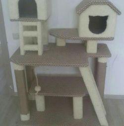 Комплекс з будиночком когтеточка для кішок