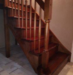 Mantolama merdiven metal bir çerçeve üzerinde