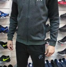 Costumul Nike sa încălzit