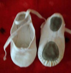 Balet, rochii de diferite dimensiuni și papuci