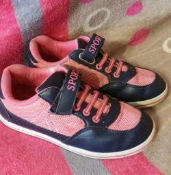 Αθλητικά παπούτσια 34