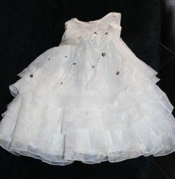 Το φόρεμα είναι υπέροχο και μπολερό