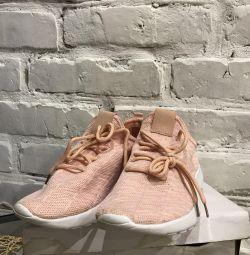 Pantofi noi pentru femei
