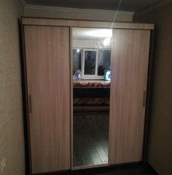 Dulap cu 3 uși și oglindă