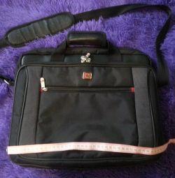 Mükemmel durumda laptop çantası