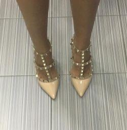 Pantofi Valentino Garavani Rockstud. Piele. nou