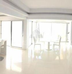 Квартира на верхнем этаже Квартира в Агиос Тихонас