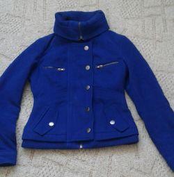 Geaca de haina este demi-sezon. La modă. imperios