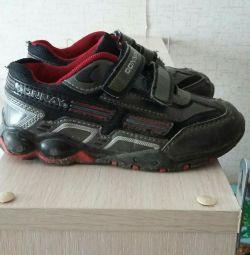 Παιδικά πάνινα παπούτσια σε άριστη κατάσταση. Μέγεθος 29