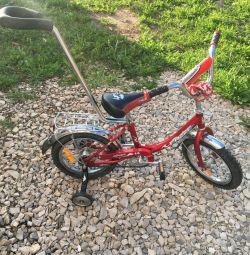 Bicicleta pentru copii Junior Star 14 este echipată cu două