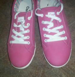 Επείγοντα !!! Νέα αθλητικά παπούτσια