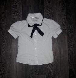 Birinci sınıf öğrencisi üzerinde bluz
