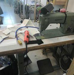 Швейна машина з крокуючою лапкою