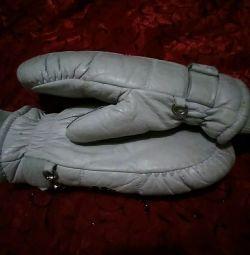 Τα γάντια είναι αθλητικά-33'-κρύα.