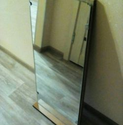 Oglinda cu un raft