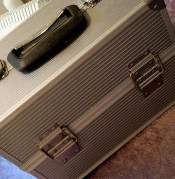 Master suitcase