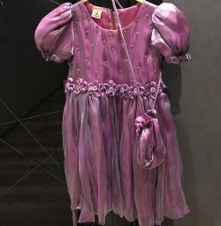 Rochie cu geantă de mână
