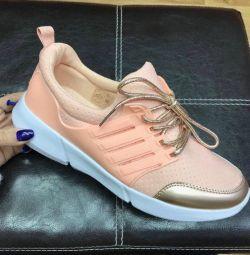 αθλητικά παπούτσια για γυναίκες σε απόθεμα