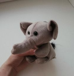 Мила іграшка, слоник
