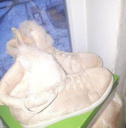 Boots (sneakers) women's winter