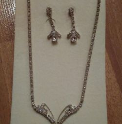 Бижутерия комплект (ожерелье и серьги)