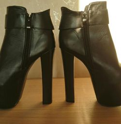 New 24 cm ankle boots