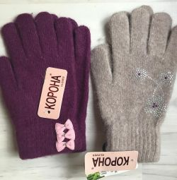 Mănuși din lână nouă
