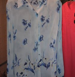 Bluza de dimensiuni 48-50.