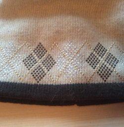 Palarie noua din lana cu pompom de blana