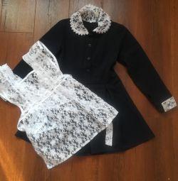 Новое школьное платье с манжетами и фартуком
