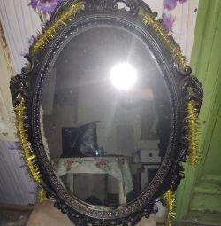 Ο καθρέφτης.