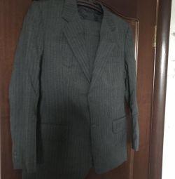 Noul costum de dimensiuni 48, înălțimea 164-168, talie 83 cm