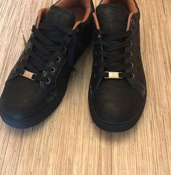 Adidași / Sneakers soluție 39-40 replica