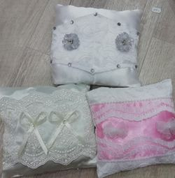 Pillows for rings