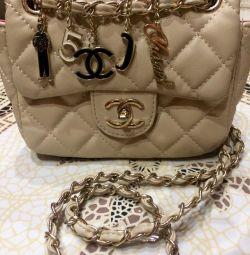 Selling a new handbag