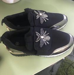 Кросівки без шнурків
