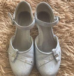 Παπούτσια για ένα κορίτσι - μέγεθος 32!