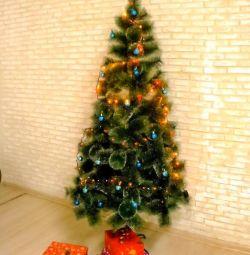 Τεχνητά χριστουγεννιάτικα δέντρα με κώνοι