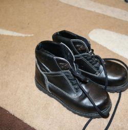 Утепленные ботиночки, внутри мех. Размер 30.
